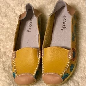 SOCOFY Yellow leather slip on flats